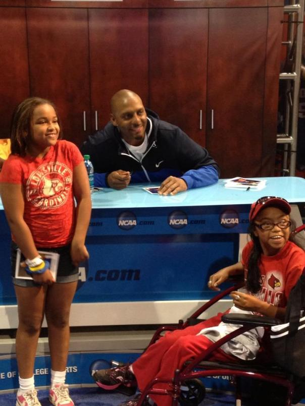 Penny Hardaway was my favorite athlete when I was growing up (I have strong Memphis ties).  He signed autographs and smiled for photos at the Fan Fest. Click to Enlarge.